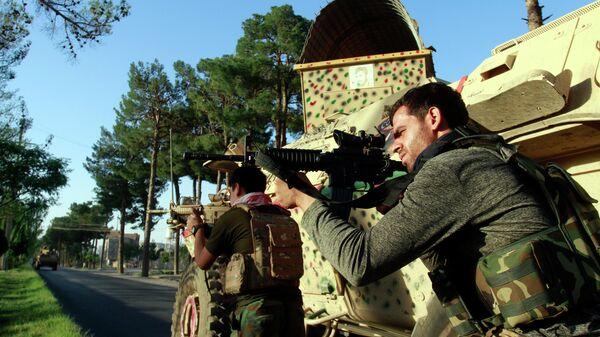 Афганские военнослужащие на боевой позиции во время столкновений с Талибаном* в провинции Герат