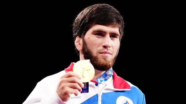 Российский спортсмен, член сборной России (команда ОКР) Заур Угуев, завоевавший золотую медаль в соревнованиях по вольной борьбе среди мужчин в весовой категории до 57 кг на XXXII Олимпийских играх в Токио.