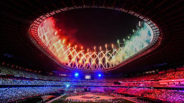 Салют во время торжественной церемонии закрытия XXXII летних Олимпийских игр в Токио на Национальном олимпийском стадионе