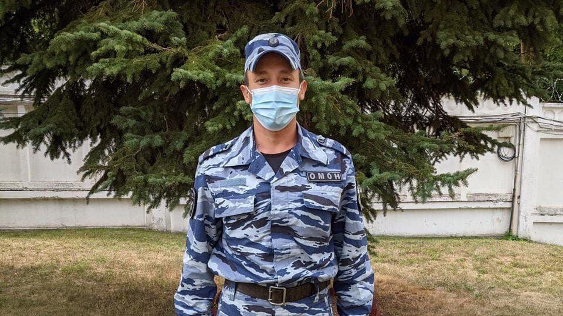 Нижегородский росгвардеец помог потерявшему сознание наблюдателю на выборах