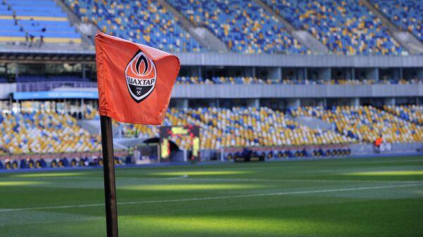 Угловой флажок с логотипом клуба Шахтёр (Донецк)
