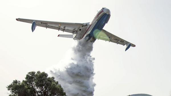 Российский самолет-амфибия Бе-200, задействованный для тушения пожаров в Турции