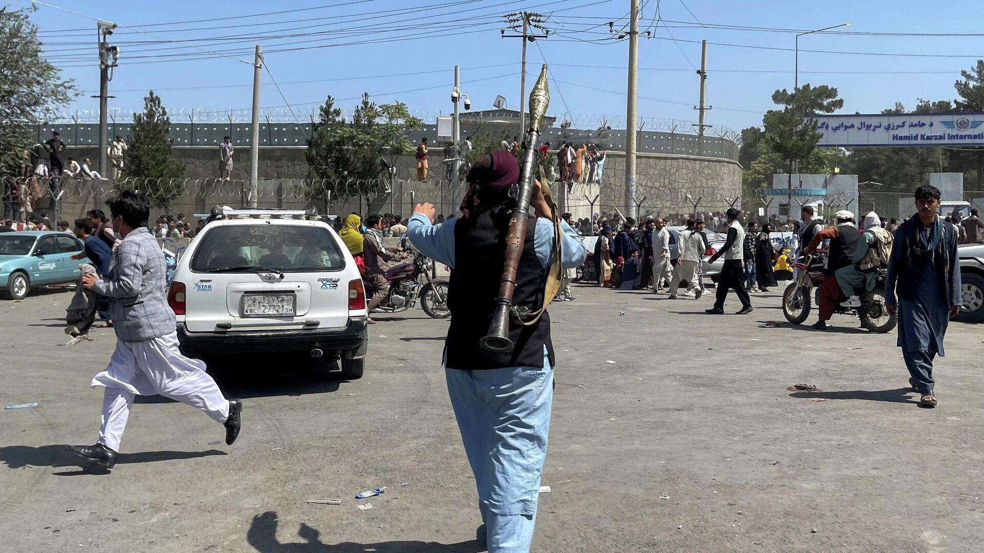 Reuters: из аэропорта в Кабуле начали вылетать военные самолеты