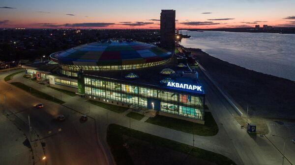 Крытый аквапарк Аквамир на берегу реки Обь в Новосибирске