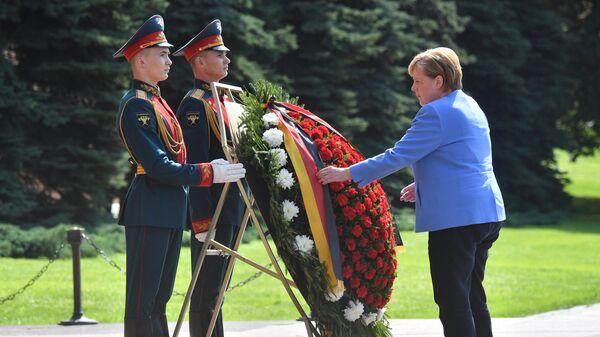 Меркель заявила, что рада конструктивному диалогу между Россией и Германией