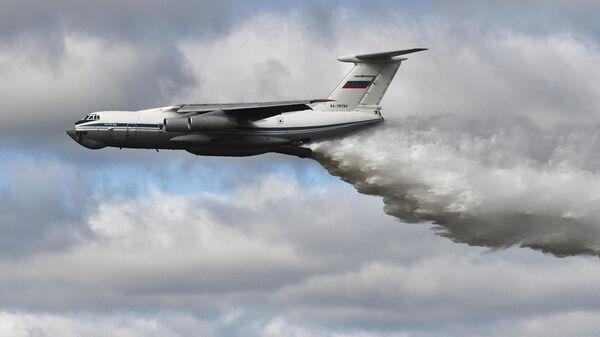 Демонстрационный полёт самолёта Ил-76МД во время конкурса Танковый биатлон-2021 на полигоне Алабино в Подмосковье в рамках VII Армейских международных игр АрМИ-2021
