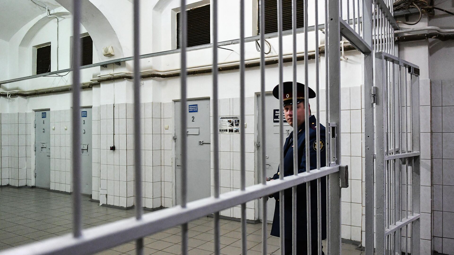 Сотрудник ФСИН России в следственном изоляторе  - РИА Новости, 1920, 03.09.2021