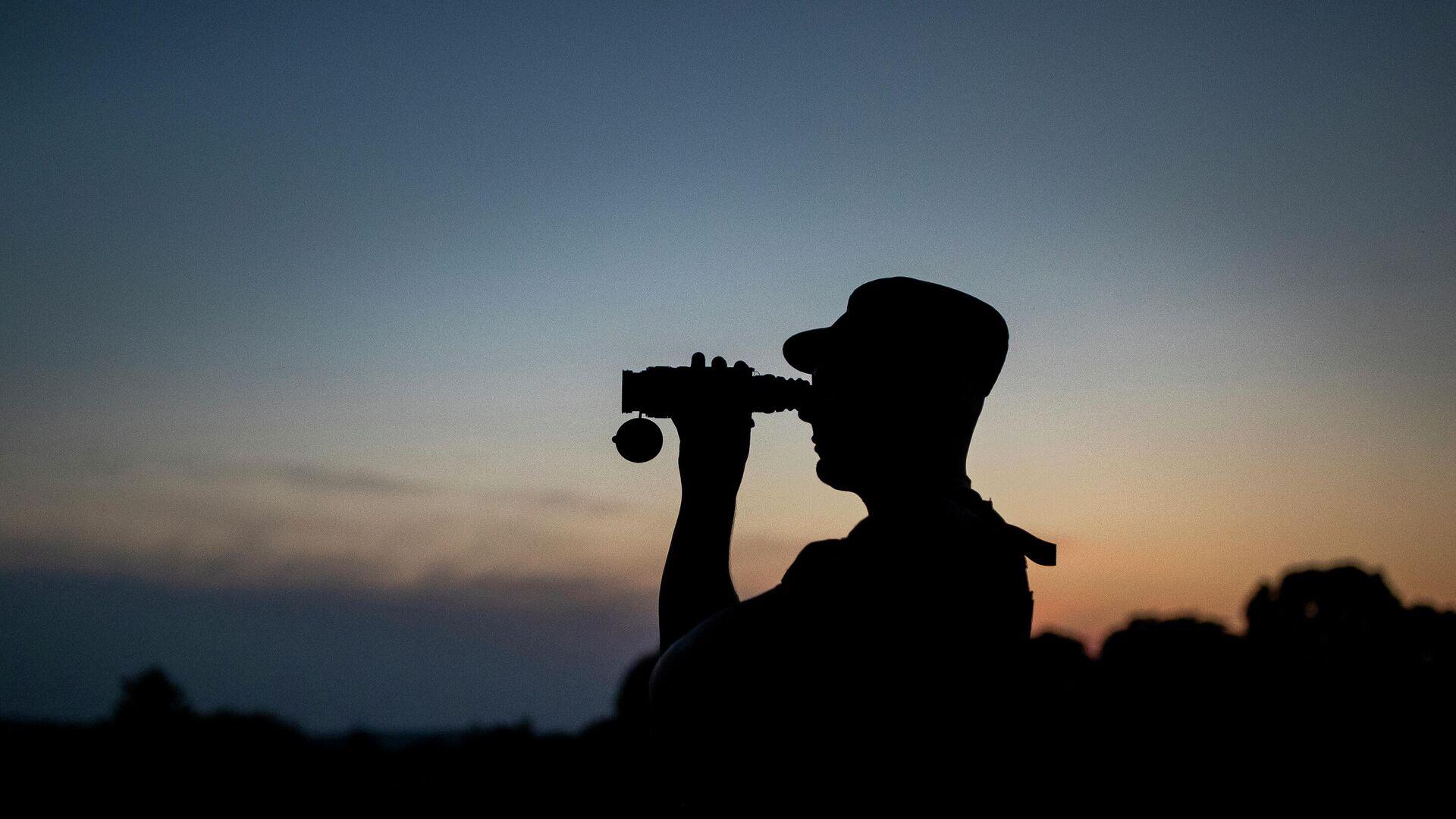 Литовский пограничник патрулирует границу с Белоруссией  - РИА Новости, 1920, 14.09.2021