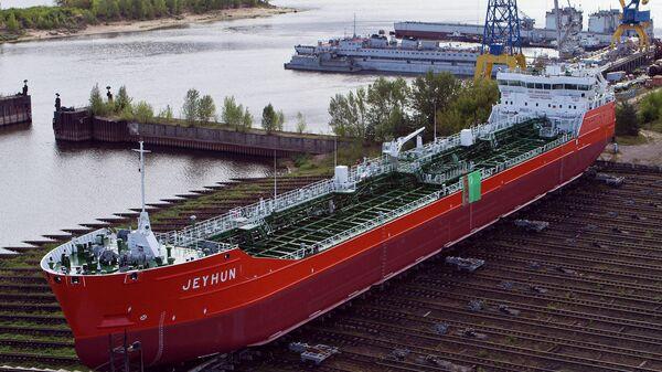 Нефтеналивной танкер Джейхун, построенный на заводе Красное Сормово