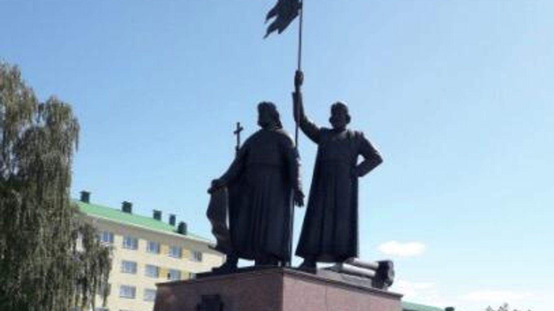 В Старом Осколе выяснили, кто повредил крест памятника основателям города