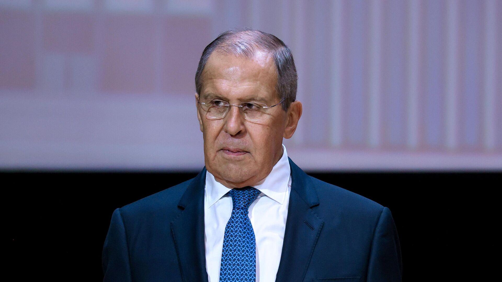 Диалог России и США по работе посольств топчется на месте, заявил Лавров