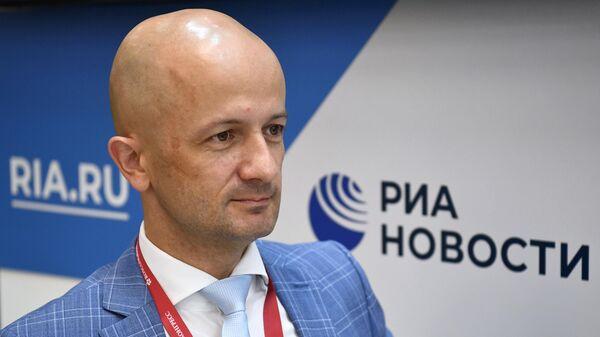 Генеральный директор Ассоциации европейского бизнеса Тадзио Шиллинг во время интервью на стенде МИА Россия сегодня на Восточном экономическом форуме