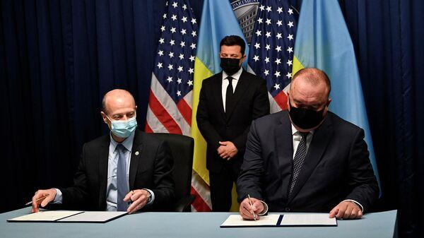 Президент Украины Владимир Зеленский во время подписания меморандума между ГП НАЭК Энергоатом и Westinghouse electric