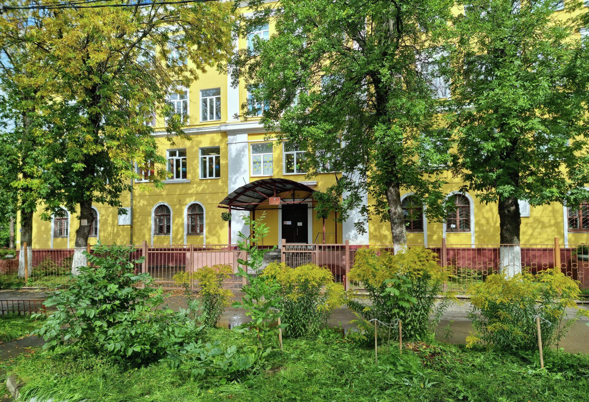 Школа №9 имени Ивана Ткаченко в Ярославле - РИА Новости, 1920, 05.09.2021