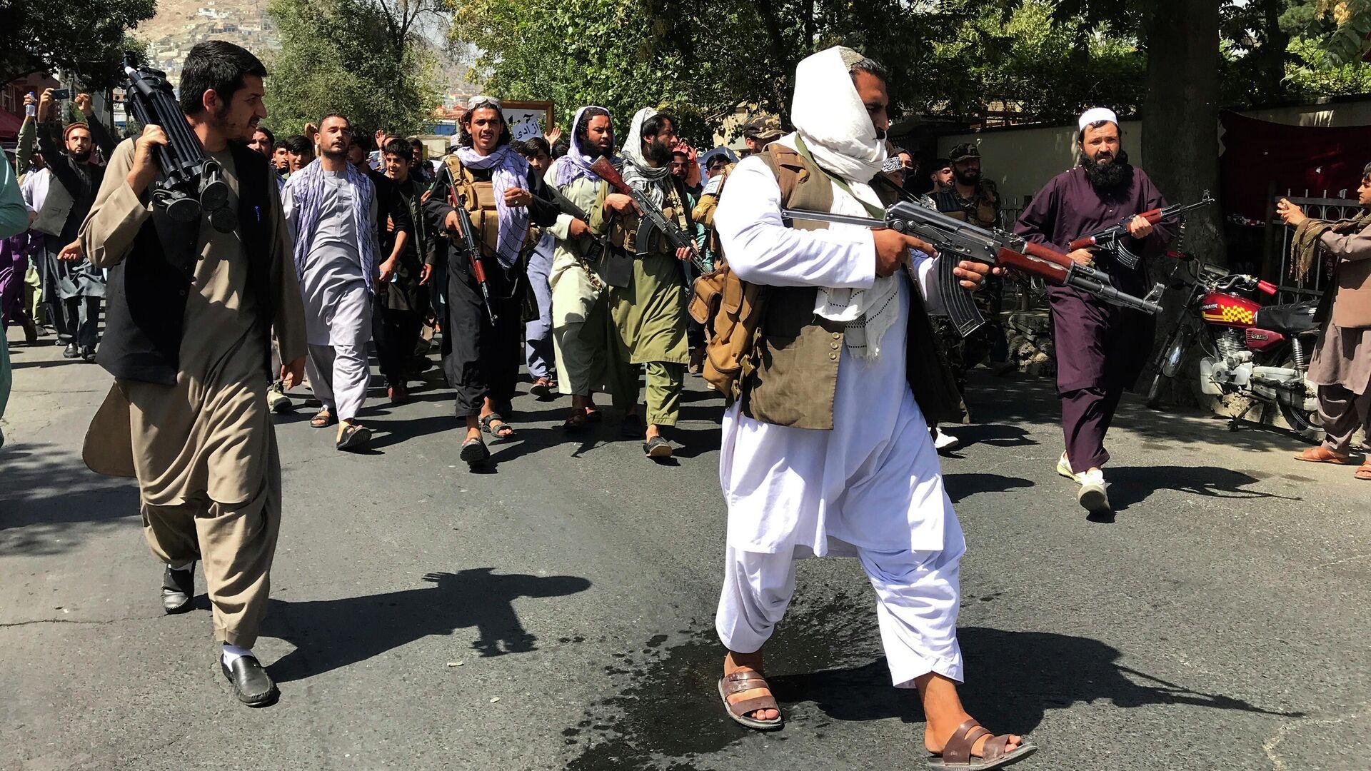 Боевики Талибана* на улице Кабула - РИА Новости, 1920, 11.09.2021