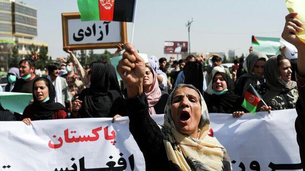 Афганские женщины по время антипакистанской акции протеста в Кабуле