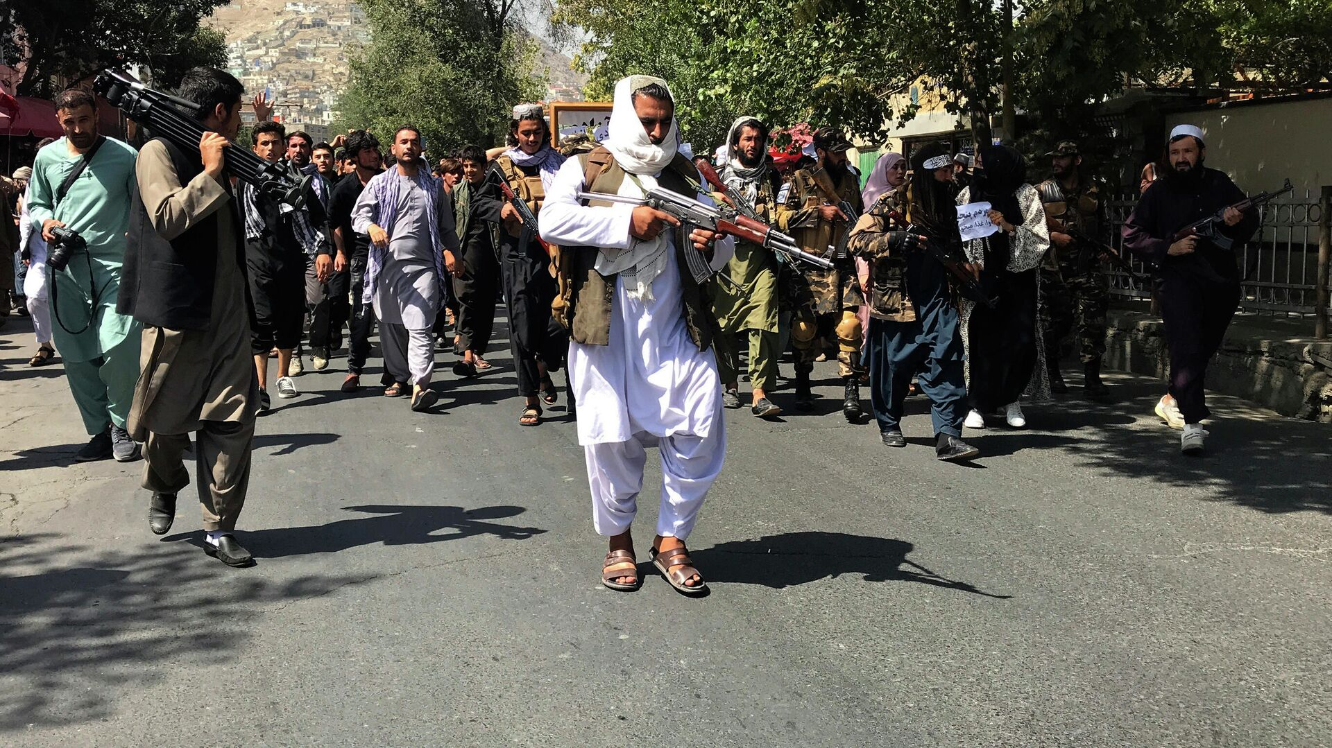 Боевики Талибана* на улице Кабула - РИА Новости, 1920, 14.09.2021