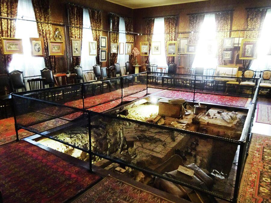 Музей Дом городского головы. Фундамент старой церкви.