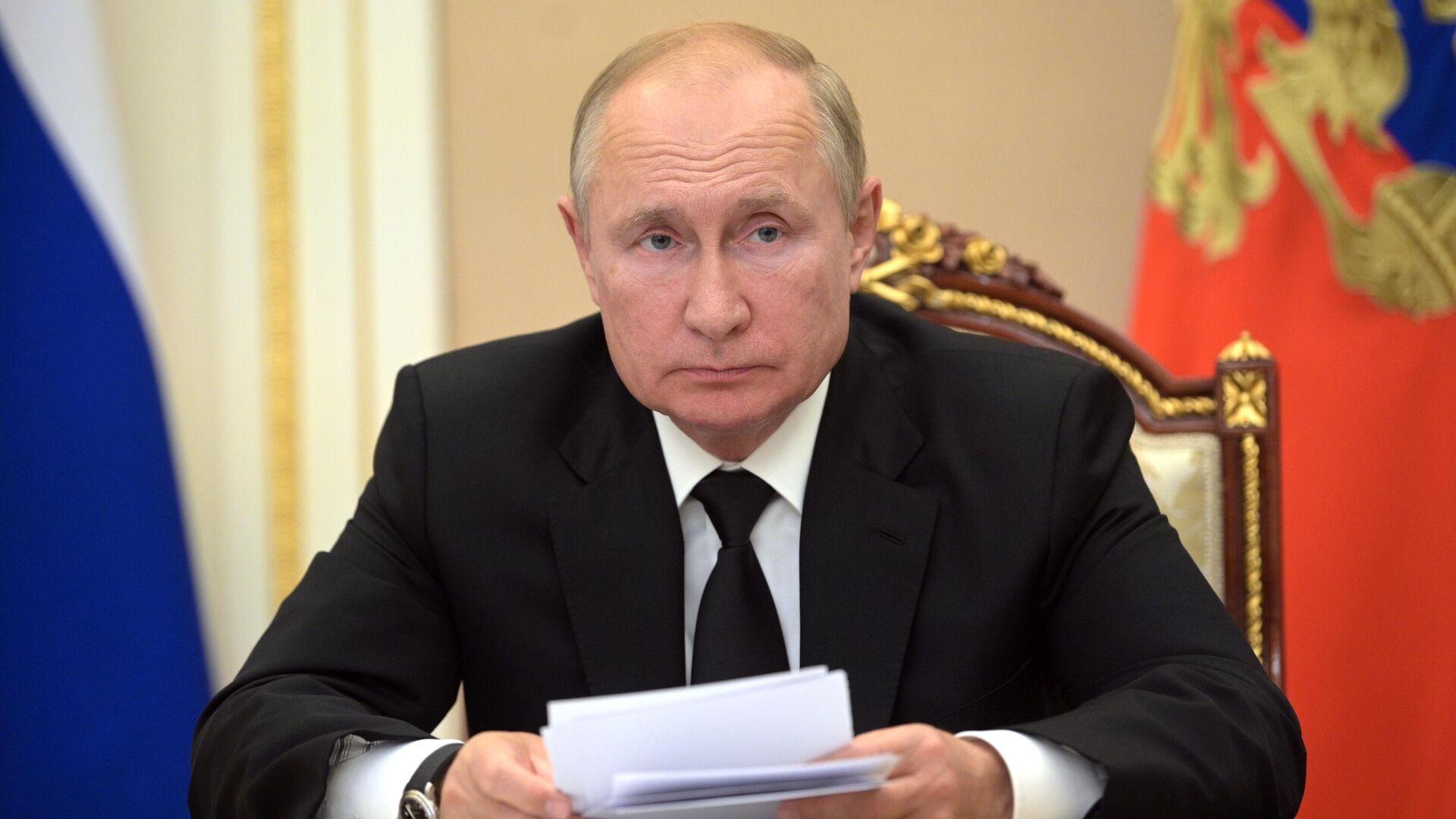 Пресс-секретарь президента Песков: самоизоляция не влияет на интенсивность работы Путина