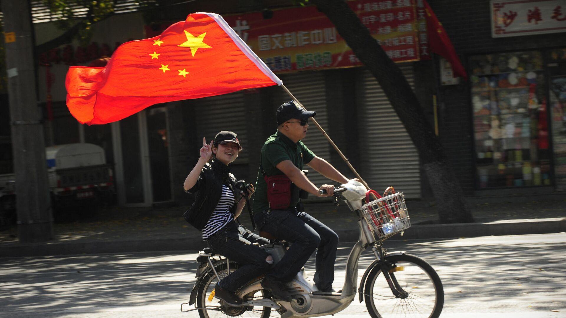 Люди отмечают 60-летие коммунистической партии Китая, Пекин  - РИА Новости, 1920, 10.09.2021