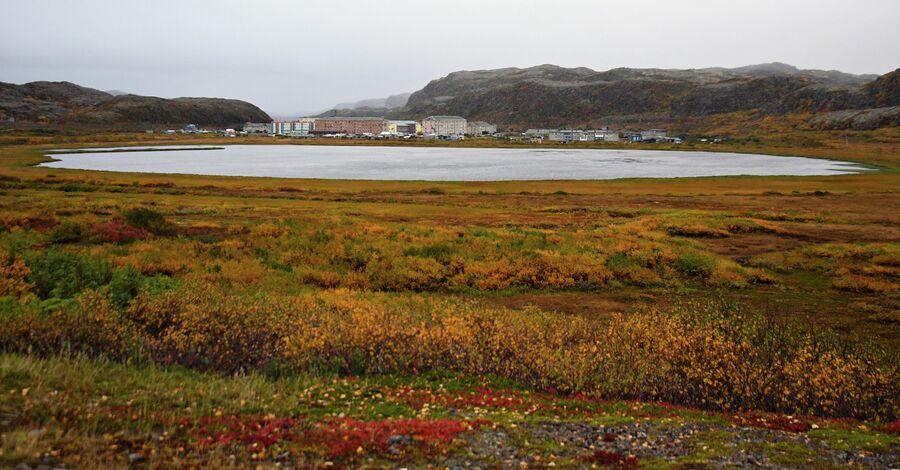 Вид на поселок Лодейное, который часто называют Новой Териберкой