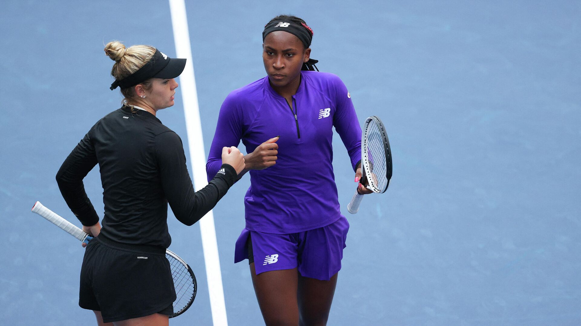 NEW YORK, NEW YORK - SEPTEMBER 08: Coco Gauff of the United States and Catherine McNally of the United States celebrate against Su-Wei Hsieh of Chinese Taipei and Elise Mertens of Belgium during their Women's Doubles quarterfinals match on Day Ten of the 2021 US Open at the USTA Billie Jean King National Tennis Center on September 08, 2021 in the Flushing neighborhood of the Queens borough of New York City.   Elsa/Getty Images/AFP (Photo by ELSA / GETTY IMAGES NORTH AMERICA / Getty Images via AFP) - РИА Новости, 1920, 10.09.2021