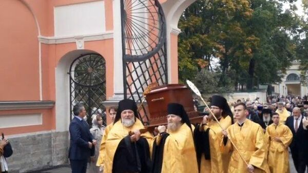 Крестный ход в Александро-Невской лавре