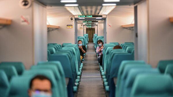 В вагоне скоростного поезда Maglev, Китай
