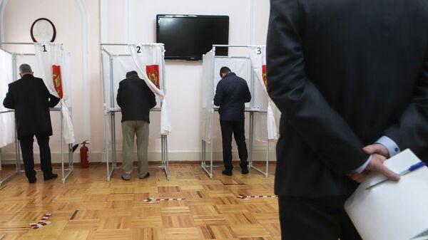 Голосование на избирательном участке в Пятигорске