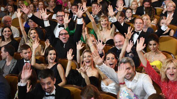 Актеры перед церемонией закрытия 30-го Открытого фестиваля российского кино Кинотавр