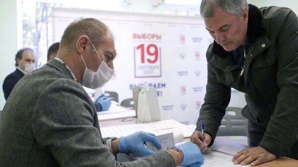 Председатель Государственной Думы РФ Вячеслав Володин  на избирательном участке в Москве