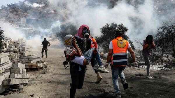 Столкновение палестинских демонстрантов с израильскими солдатами в деревне Бейта