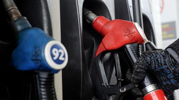 Эксперт объяснил, как выявить недолив топлива на АЗС