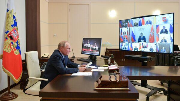Президент РФ Владимир Путин проводит в режиме видеоконференции встречу с избранными высшими должностными лицами субъектов РФ
