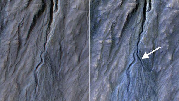 Снимки до и после образования оврага на валу одного из кратеров в Земле Сирен на Марсе