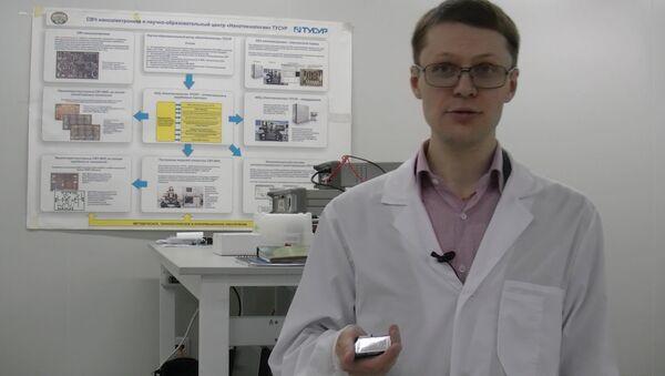Ученый ТУСУР показал чипы размером в пол миллиметра