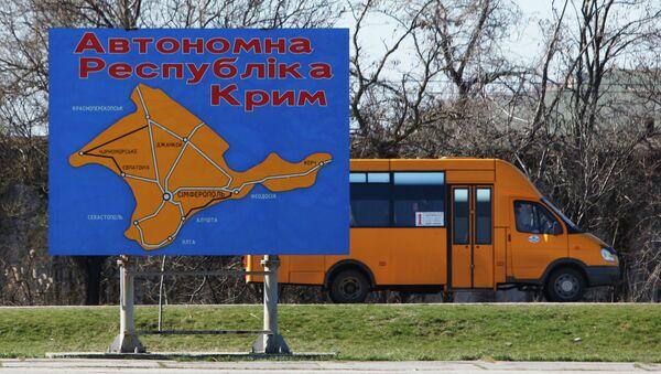 Информационный щит с картой основных автомагистралей Республики Крым