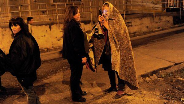 Жители города Талькауано во время эвакуация в связи с угрозой цунами в Чили