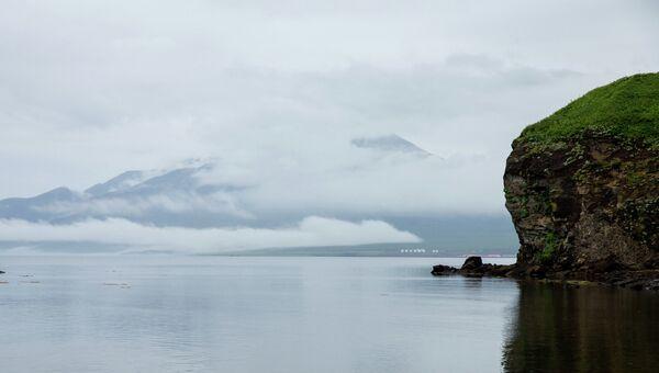 Вид на вулкан Богдан Хмельницкий на острове Итуруп, Курильские острова. Архивное фото