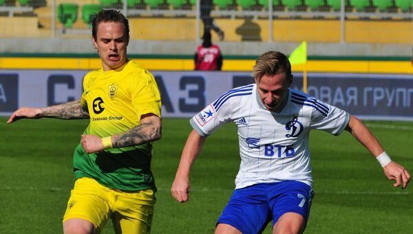 Защитник Анжи Андрей Ещенко и полузащитник Динамо Балаж Джуджак (слева направо). Архивное фото