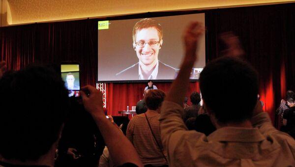 Эдвард Сноуден во время телеконференции по правам человека в Чикаго. 5 апреля 2014