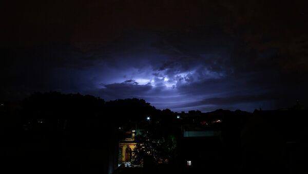 Молния во время шторма в Буэнос-Айресе