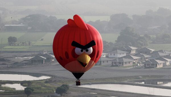 Воздушный шар в форме птицы из игры Angry Birds на Международном фестивале воздухоплавания на Филиппинах
