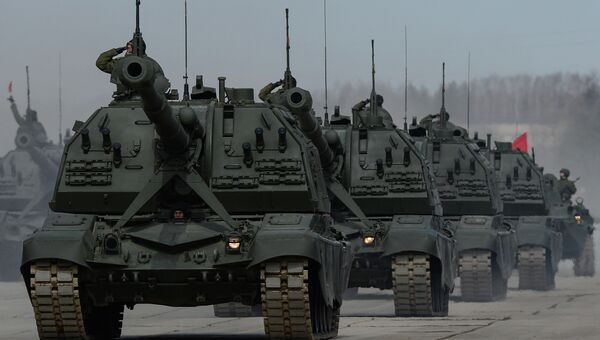 Колонна военной техники. Архивное фото