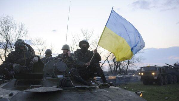 Украинские военные возле города Славянска, 14 апреля 2014 года
