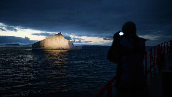 Айсберг в Северном Ледовитом океане. Архивное фото