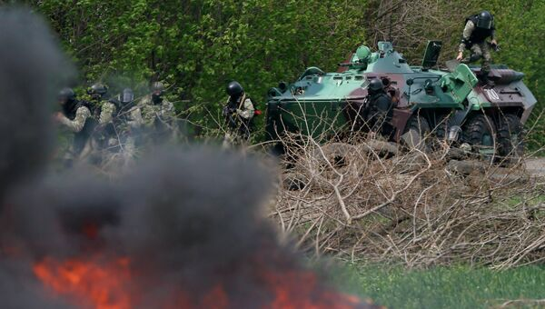 Украинские военные у блокпоста на подъезде к Славянску
