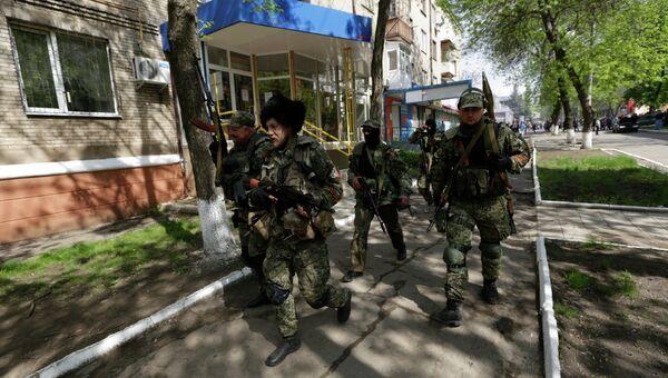 Бойцы сил самообороны сторонников федерализации в Краматорске. Архивное фото