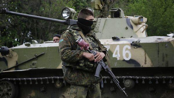 Украинские военные на дороге между Краматорском и Славянском. Архивное фото