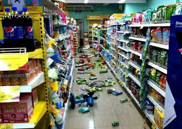 Супермаркет после землетрясения на севере Таиланда